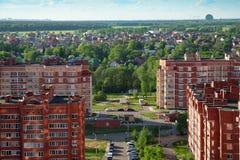 Nieuw gebouwen en plattelandshuisjedorp Balashikha, Rusland royalty-vrije stock afbeeldingen