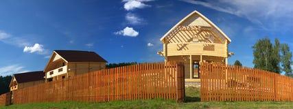 Nieuw houten (vervormd) huis Stock Foto