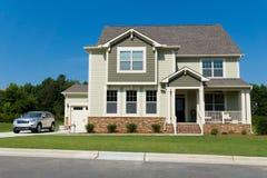 Nieuw huis in de voorsteden Stock Foto