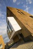Nieuw huis in stad Royalty-vrije Stock Foto