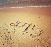 Nieuw jaar 2015 geschreven op zandig strand retro gefiltreerd beeld Royalty-vrije Stock Afbeelding