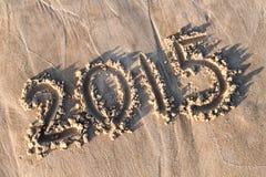 Nieuw jaar 2015 geschreven in zand Royalty-vrije Stock Afbeeldingen