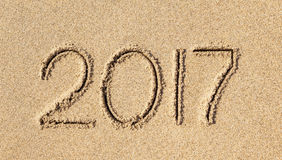Nieuw jaar 2017 geschreven in zand Stock Fotografie