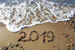 Nieuw jaar 2019 geschreven in zand Royalty-vrije Stock Afbeeldingen