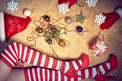 Nieuw jaar 2016 Kerstmis, vrouwen sexy slanke benen binnen Stock Afbeeldingen