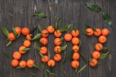 Nieuw jaar 2017 mandarijnen op houten achtergrond, kaart Stock Foto's