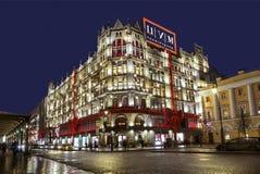 Nieuw jaar Moskou, Theatervierkant, de bouw van het Centrale warenhuis bij nacht Royalty-vrije Stock Foto's