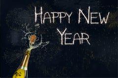 Nieuw jaarbericht en Champagne op Zwarte Achtergrond stock illustratie