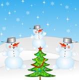 Nieuw-jaarboom en en drie sneeuwmensen Royalty-vrije Stock Fotografie