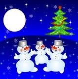 Nieuw-jaarboom en en drie sneeuwmensen Stock Foto