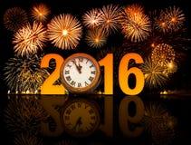 2016 nieuw jaarvuurwerk met wijzerplaat Stock Foto's