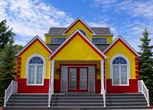 Nieuw kleurrijk huis Stock Foto's