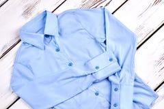 Nieuw lichtblauw formeel overhemd royalty-vrije stock afbeeldingen