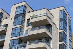 Nieuw modern flatgebouw stock foto