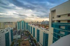Nieuw modern stijgingsflatgebouw De meningen van de flat aan de werf Astana, Kazachstan stock afbeeldingen