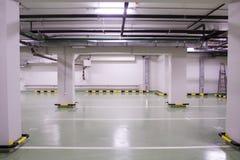 Nieuw ondergronds parkeren Stock Foto's