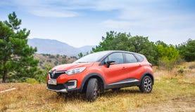 Nieuw oranje Renault Kaptur royalty-vrije stock foto's