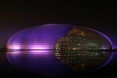 Nieuw oriëntatiepunt van Peking in purple stock fotografie