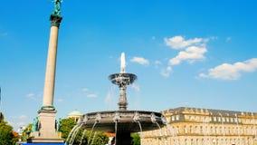 Nieuw Paleis, Neues Schloss achter de fontein, verblijfplaats van het Ministerie van Financi?n, paleis in Schlossplatz-vierkant stock videobeelden
