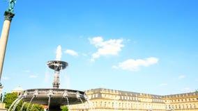 Nieuw Paleis, Neues Schloss achter de fontein, verblijfplaats van het Ministerie van Financi?n, paleis in Schlossplatz-vierkant stock footage