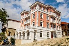 Nieuw stadhuis in oude stad in Nessebar Stock Foto's