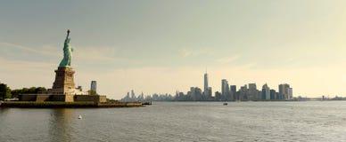 Nieuw standbeeld van Vrijheid en financieel district in lager Manhattan, royalty-vrije stock foto's