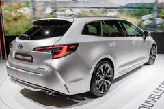 Nieuw Toyota Corolla die hybride auto reizen stock foto's