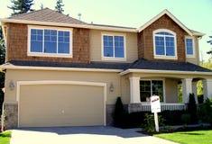 Nieuw verkocht huis Stock Foto's