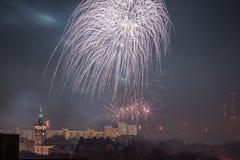 Nieuw Year's-Vooravondvuurwerk in bielsko-Biala, Polen royalty-vrije stock fotografie