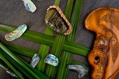 Nieuw Zeeland - Maori als thema gehade voorwerpen - stammenriviersteen met gre stock afbeelding