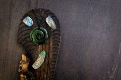 Nieuw Zeeland - Maori als thema gehade zuivere voorwerpen -, greenstone en abalon royalty-vrije stock afbeelding