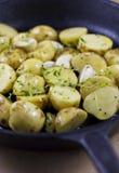 Nieuwe Aardappels, Knoflook en Thyme stock afbeelding