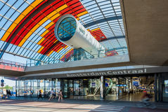 Nieuwe achteringang en Busterminal van de Centrale Post van Amsterdam Stock Afbeeldingen