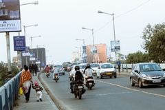Nieuwe Alipore, Kolkata: Avondverkeer in de stad, auto's op wegweg, opstopping bij straat na gevallen van royalty-vrije stock fotografie
