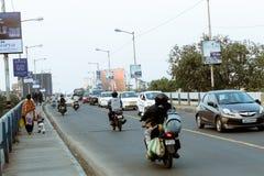 Nieuwe Alipore, Kolkata, 20 December: Avondverkeer in de stad, auto's op wegweg, opstopping bij straat na gevallen van royalty-vrije stock afbeelding