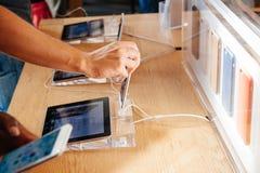 Nieuwe Apple-iPhone 6 en iPhone 6 plus Royalty-vrije Stock Afbeeldingen