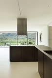 Nieuwe architectuur, moderne keuken Royalty-vrije Stock Afbeelding