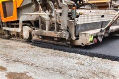 Nieuwe asfaltweg De werken van het wegasfalt Bouwwerkzaamheden Royalty-vrije Stock Foto