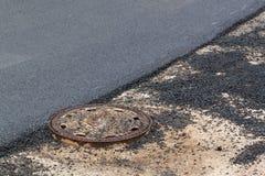 Nieuwe asfaltweg De werken van het wegasfalt Bouwwerkzaamheden Stock Foto's