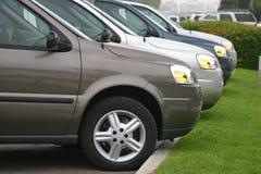 Nieuwe auto's en vrachtwagens Stock Foto's