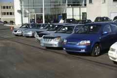 Nieuwe auto's voor verkoop royalty-vrije stock afbeeldingen
