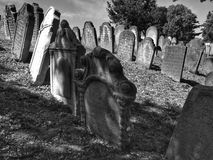 Nieuwe Bijov, Tsjechische Republiek - 06 Augustus, 2018: Joodse begraafplaats van de 15de eeuw Het oudst in de Tsjechische Republ Stock Afbeelding