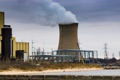Nieuwe bouw om schonere energie bij de Met kolen gestookte Kneep te veroorzaken stock afbeeldingen