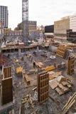 Nieuwe bouwconstructieplaats met kraan Royalty-vrije Stock Foto's