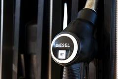 Nieuwe brandstof etikettering bij de pompen van de benzinepost met nieuwe de EU-etiketten royalty-vrije stock afbeeldingen