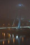 Nieuwe brug in Bratislava in de mist Stock Fotografie