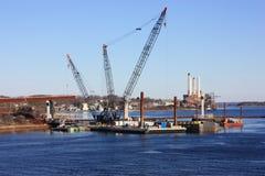 Nieuwe brugbouw. stock afbeeldingen