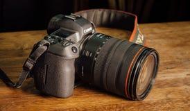 Nieuwe camera Canon EOS R 30 1 mirrorless verwisselbaar-lens van het megapixel volledig-kader op de lijst stock foto