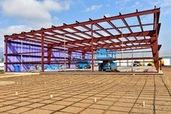 Nieuwe commerciële zaken in aanbouw stock afbeeldingen