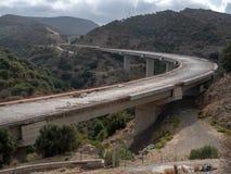 Nieuwe die weg gedeeltelijk in Sitia, Kreta wordt gebeëindigd royalty-vrije stock foto's